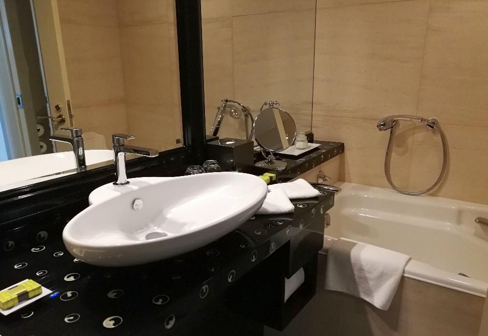 写真:客室(洗面所、お風呂) ホテルインターコンチネンタル東京ベイ クラブフロア