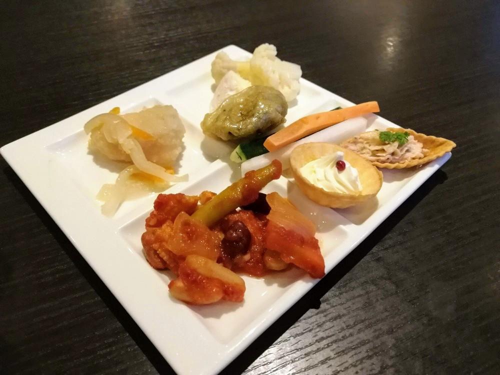 写真:夕食ビュッフェ ホテルインターコンチネンタル東京ベイ クラブラウンジ