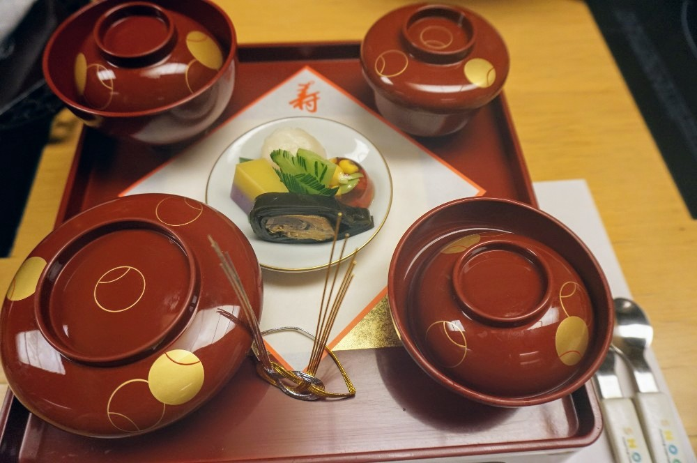 写真:木曽路(一升餅・選び取り)祝い膳