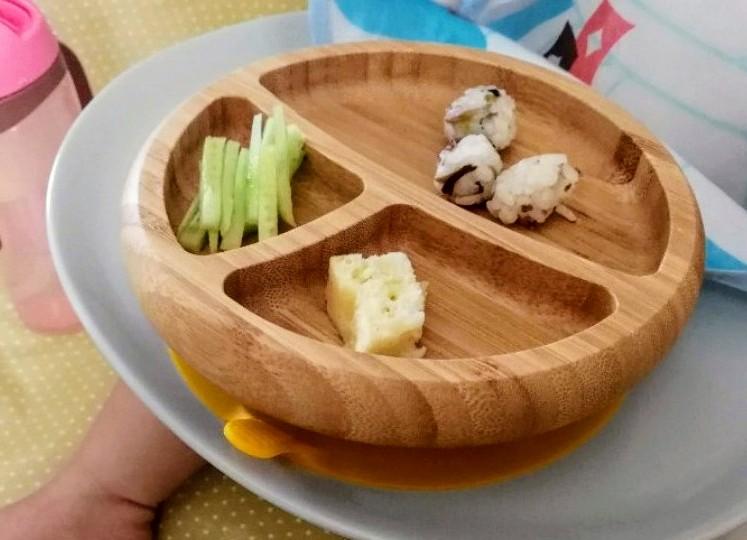 写真:アヴァンシー竹のプレート+スプーンセットAvanchyT-REX 食事の様子