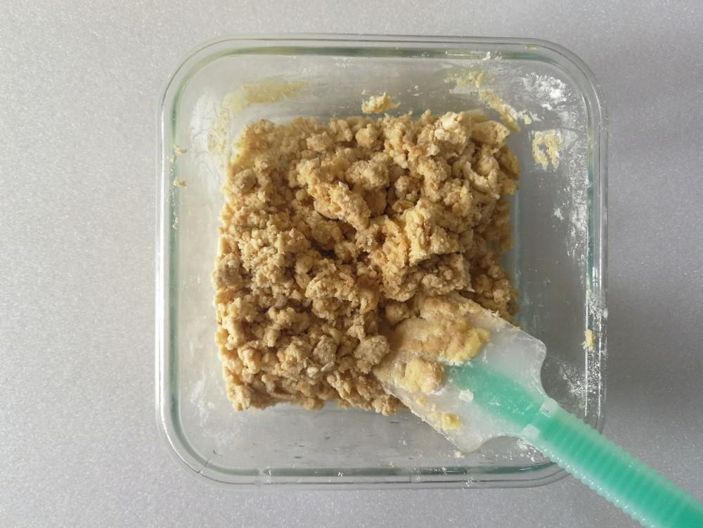 写真:バナナきな粉クッキー 材料を混ぜてしっとりしたところ