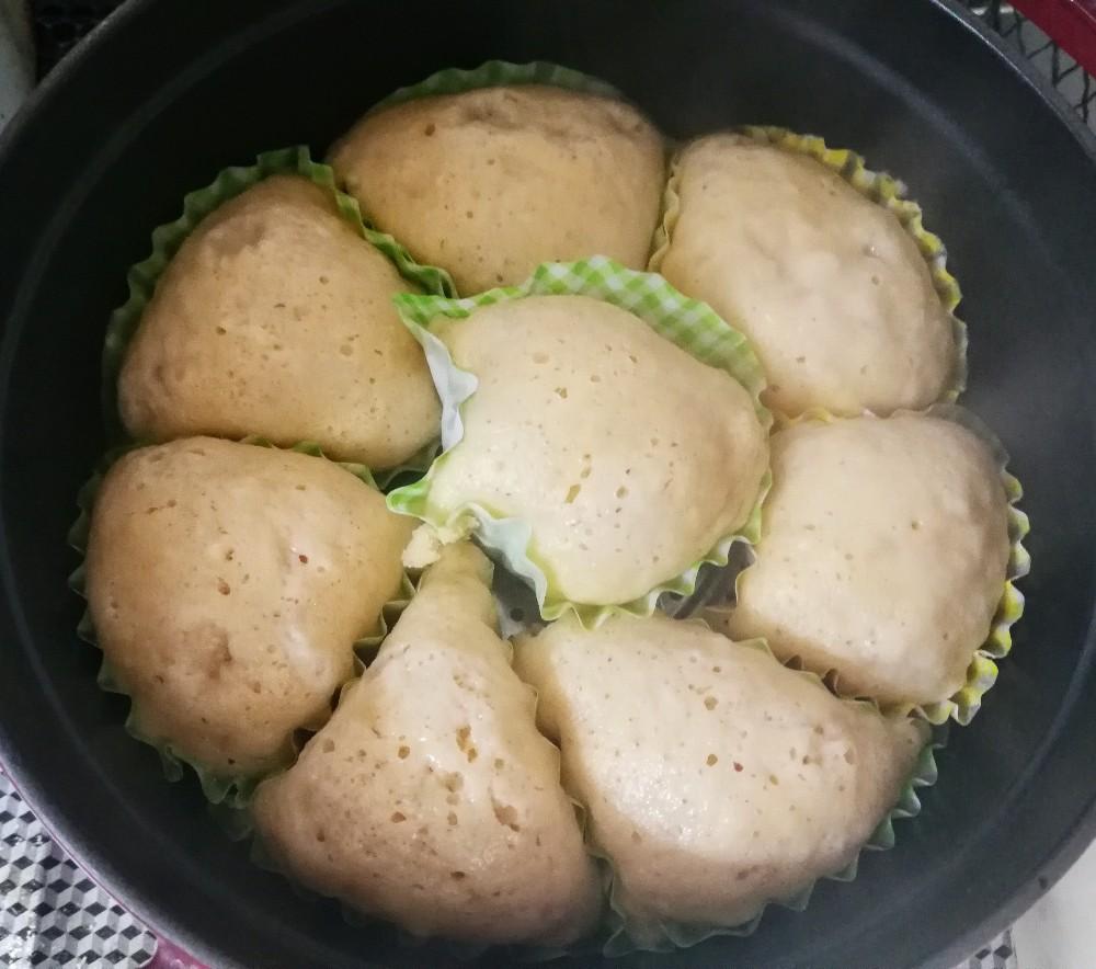 写真:バランスキューブ赤(赤キューブ)で砂糖なしふわふわ蒸しパン