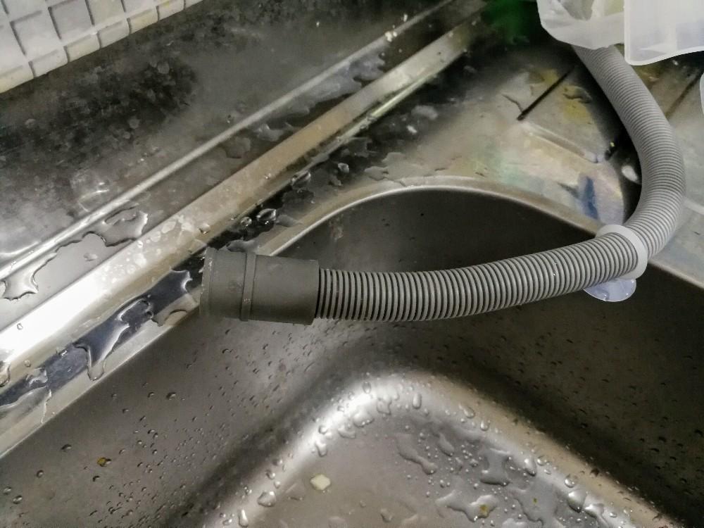写真:アイリスオーヤマ食器洗い乾燥機 排水ホース